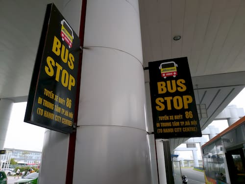 ノイバイ空港の86番バスの乗り場の看板
