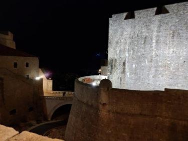 ドブロニクの夜の城壁1