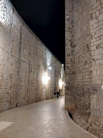クロアチアドブロニク夜の城壁