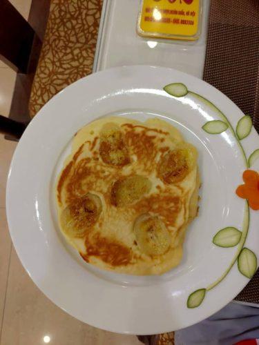 HANOILITTLETOWNHOTELの朝食のパンケーキ