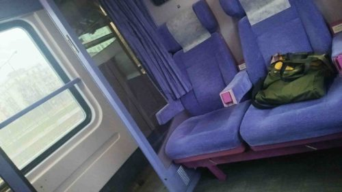 カランバカまでの電車の室内風景