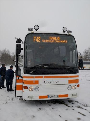 ロバニエミバス停でサ-リセリカ行のバスF42番