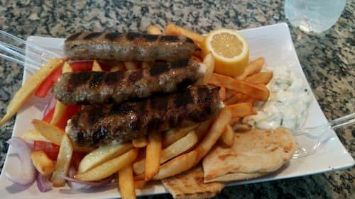 サントリーニ島でのお肉とポテト