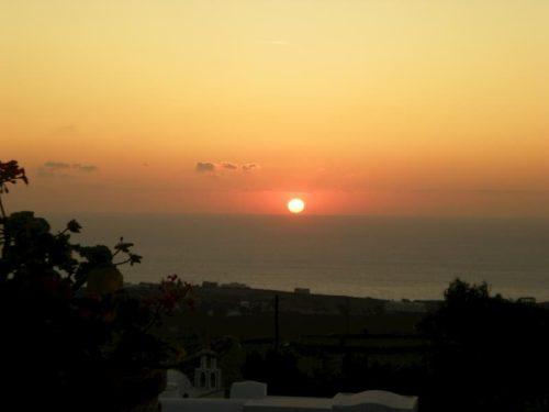 サントリーニ島の夕日の景色