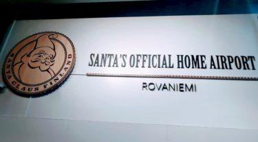 ロヴァニエミ空港看板サンタ