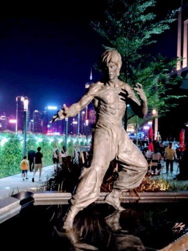 香港のブルース・リ-の像