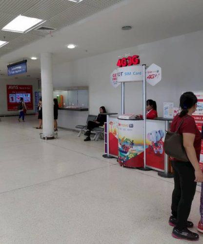 チェンマイの空港のSIMカード販売