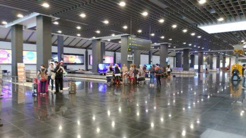 カンボジア空港の荷物取り