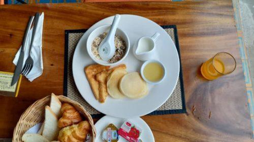 カンボジアのホテルの朝食