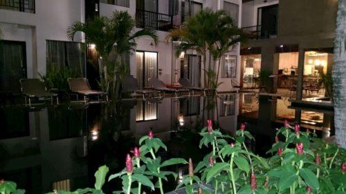 カンボジアのホテルのプール
