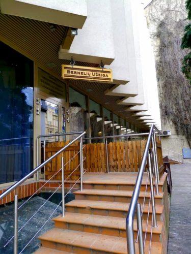 ベルネリュ ウジェイガの店の入り口