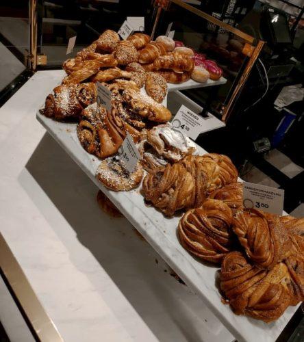 フィンランドのFAZERのパン