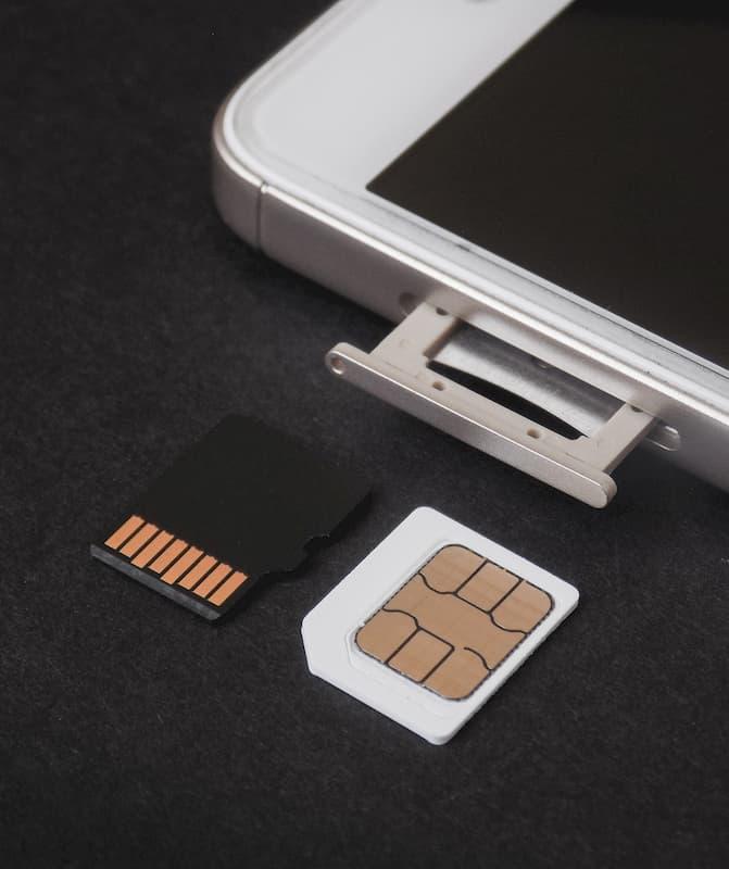 SIMのカードの挿入