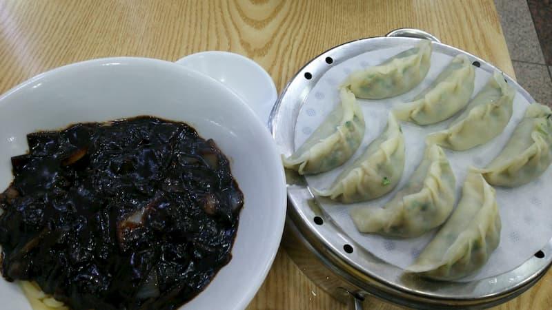 釜山のジャジャ-麺と生餃子