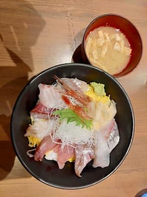 金沢駅の魚菜屋の海鮮丼