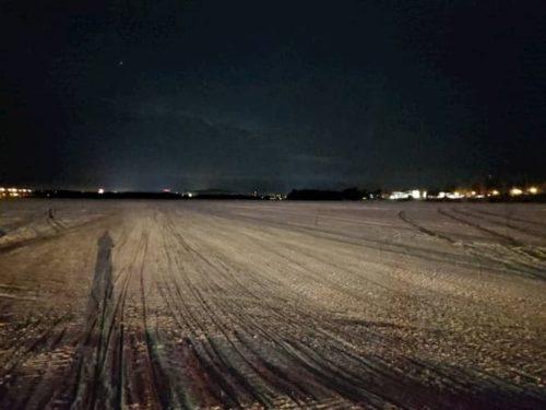 ラップランドのロヴァニエミの川の夜