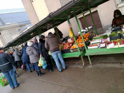 ラトビアのリガ中央市場果物