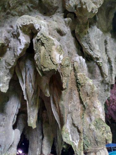 ガンガラーの谷の鍾乳洞