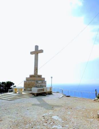ドゥブロヴニクのスルジ山の十字架