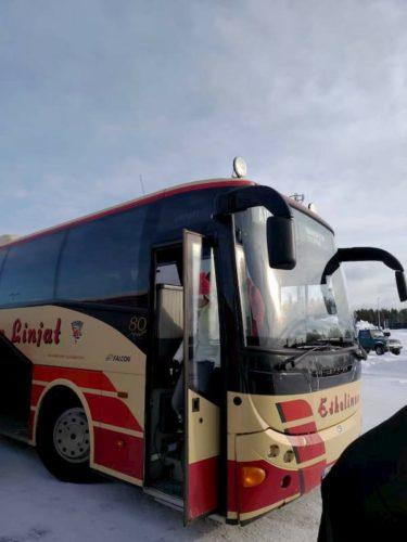 フィンランドのイヴァロ空港へのバス